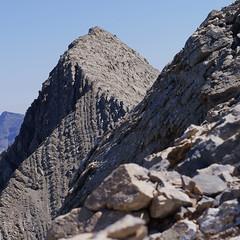 Gavarnie, muraille de roc, Pyrénées, France (2/3) (olivier.amiaud) Tags: gavarnie cirque sommet pyrénées astazou pic pointe voie escalade randonnée géologie geology montagne mountain pierre roche rocher explore inexplore