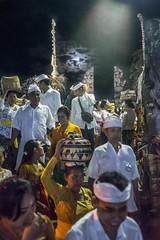 (kuuan) Tags: omzuikoautowf2824mm om olympus 24mm f28 mf manualfocus ilce7 bali indonesia sonya7 sony purapenataransasih pejeng odalan temple festival balinese ceremony moon