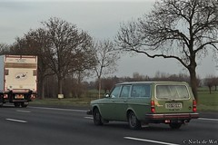 1975 Volvo 245 DL (NielsdeWit) Tags: nielsdewit car vehicle carspot highway snelweg a12 20yd94 volvo 240 245 dl 245dl 21 green driving