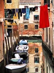 Laundry day (Michelecimitan) Tags: michelecimitan venezia laundryday laundry italia riflessi barche