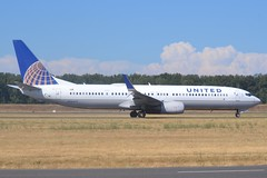N36472 (LAXSPOTTER97) Tags: united airlines boeing 737 737900er n36472 cn 31653 ln 4436 airport airplane aviation kpdx