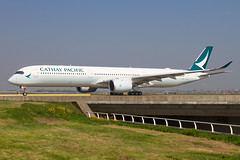 B-LXA, Airbus A350-1041, Cathay Pacific (Freek Blokzijl) Tags: blxa airbus airbusa350 a3501041 cathaypacific taxien taxiwayv vertrek departure hongkong widebody racoon eham ams amsterdamairport schiphol haarlemmermeer planespotting vliegtuigspotten spotterpoint springtime canon eos7d wideanglelens sigma sunshine april2019