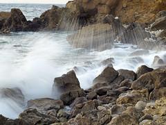 Ondulação ao fim do dia - Papoa - Peniche - (Manuel Chagas) Tags: manuelchagas peniche papoa olympus zuiko zuikoom50mmf14 olympusom50mmf14 zuiko50mmf14 olympus50mmf14 vintagelens manuelfocus em1 omd olympusem1 mft m43 água water rock waves onda sunset pordosol