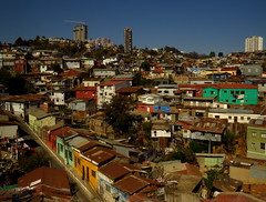 Valparaiso (lugar.citadino) Tags: exploration explorer explore discovery discover traveller travel adventurer adventure photographer amateur world earth landscape land hill mountain tree sky air place suburban suburbs suburb downtown centralbusinessdistrict central business district architectural architecture construction design buildings building tower houses house windows facade streetphotography street road moment autumm april midday noon afternoon photography photo picture view panorama pano aerial sight viewpoint camera canonphotography canonsx60hs canon colors color colours colour tone