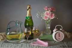 Still Life Happy New Year 2019 (Phyllis Freels) Tags: newyear phyllisfreels bottle celebrate clock decanter flowers glass green holiday midnight napkin pink roses stilllife toast vase white