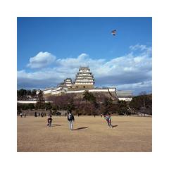 (roberto_saba) Tags: mediumformat 6x6 120 mamiya mamiya6 75mm f35 ブローニー fujicolor fujifilm fuji japan kite 姫路城 himejijō himeji castle 400h