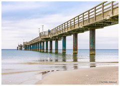 Binz auf Rügen (Achille Abboud) Tags: binz ostsee meer sea strand steg bridge water wasser blue sand beach waves perspective saturation east rügen germany canon 5d 5dm4 rack pedestrian seascape