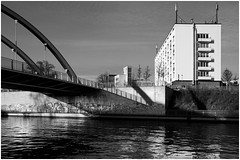 Noltemeyer Bücke (vorrangig Analog!) Tags: noltemeyerbrücke hannover mittellandkanal brücke wasser bundeswasserstrase arichitektur laternen grafitti sony schneiderkreuznach pcsuperangulon12828mm shiftobjektiv 8°nachoben kiponadapter architekturfotografie photosbyudo