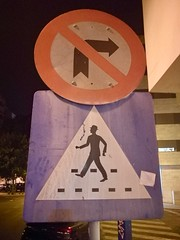 Lisbon 2018 – No right turn and cross the road if you wear a hat (Michiel2005) Tags: sign bord lisbon lisboa lissabon portugal