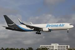 N1381A MIA 29.12.2018 (Benjamin Schudel) Tags: mia miami international airport florida usa boeing 767300 n1381a prime air atlas amazone