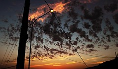 Farola vs. nubes (portalealba) Tags: cómpeta axarquía málaga andalucía españa spain sunset nubes nwn atardecer portalealba canon eos1300d cielo 1001nights 1001nightsmagiccity 1001nightsmagicwindow
