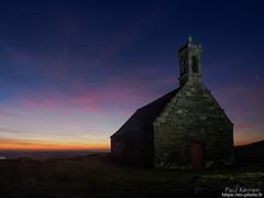 fin de nuit au sommet du Mont Saint-Michel de Brasparts (Paul Kerrien) Tags: finistere bzh eglise bretagne campagne matin