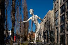 Walking Man (Jutta Achrainer) Tags: achrainerjutta fe1224mmf4g münchen sonyalpha7riii walkingman leopoldstrasse schwabing munichre