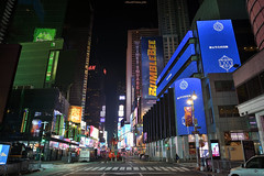 NYC - Luces de New York City - New York City lights  # 049 (ricardocarmonafdez) Tags: nyc ciudad city cityscape nightshot lights lighting neon outsideadvertising colores colors arquitectura architecture streetphotography nikon d850 people