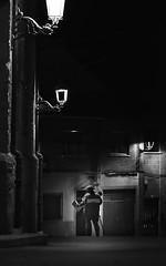 La noche sugiere, no enseña. La noche nos encuentra y nos sorprende por su extrañeza; ella libera en nosotros las fuerzas que, durante el día, son dominadas por la razón. (elena m.d.) Tags: new street guadalajara