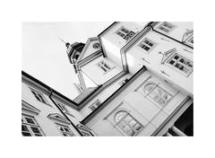 Eutin XVI (Passie13(Ines van Megen-Thijssen)) Tags: deutschland holsteinerschweiz germany eutin schloss schlosseutin castle kasteel architecture blachandwhite bw sw zw zwartwit monochroom monochrome monochrom fujifilm x100f inesvanmegen inesvanmegenthijssen