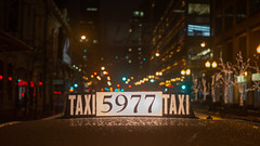 🚕 Taxi 5977 (Jovan Jimenez) Tags: canon eos 70d ef 40mm f28 stm bokeh night cinematic city chicago cab taxi car