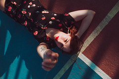 Rojo/Azul (Max Durán) Tags: portrait flower dress black eyes court basketball tumblr aesthetic inked girl tattoed tatto beauty mexico retrato monterrey
