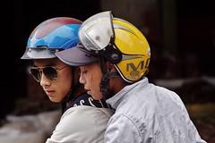 Hanoi - jeunes garçons (luco*) Tags: vietnam hanoi portrait homme man jeunes young adolescent teenagers boys boy guy guys motorbike motocyclette motocycliste motorbiker casque sun glasses verres fumés amis friends