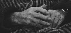 Ces mains qui ont aimé (AlainC3) Tags: mains hands personneagée oldmen noiretblanc nb blackwhite bw nikond7500 ongles nails montre watch doigts fingers
