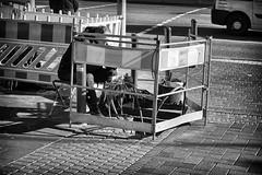 OKSF 256 (Oliver Klas) Tags: okfotografien oliver klas street streetfotografie streetphotography strassenfotografie streetart streetphotographer streetphoto stadtleben streetlife streetculture urban schwarzweis schwarzweissfotografie blackandwhite monochrom farblos abstrakt dunkel hell grau schwarz weiss black white sw schwarzweiss personen people menschen persons volk familie angehörige bewohner bevölkerung leute europäer mann frau gesellschaft menschheit mensch völker kunst art künstler kultur deutschland germany stadt city europa deutsch staat westdeutschland ostdeutschland norddeutschland süddeutschland de