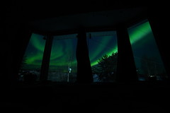 Living room auroras (Camusi) Tags: canada yellowknife territoiresdunordouest tno northwestterritories northof60 nord nwt north sky ciel northernlights auroresboreales auroraborealis window fenetre