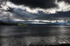 Une mer entre nuages et voyage... (isabelle 31) Tags: skye ecosse scotland