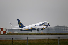 EI-DCP (tomwatson1987) Tags: stansted londonstansted planes airport canon 7d 737 boeing737 boeing ryanair eidcp