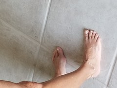 (Live2sucktoes) Tags: gilf feet sexy toes anklet legs incredible milf