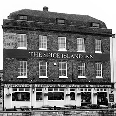 The Spice Island Inn (fstop186) Tags: spiceisland pub inn oldportsmouth southsea bw blackandwhite historic building architecture hampshire portsmouth hampshirepub bar restaurant food beer brickwoods ale wine spirits stout thomasrowlandson