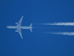 N17126 (zhirenchen) Tags: nikon coolpix p1000 megazoom telephoto telescope 3000mm cruise high altitude contrail stream cloud trail vapor tail track steam chemtrail rnav inflight jet plane airplane spotting aircraft airline airliner flight flightradar24 fr24 boeing b757 b752 b757200 757200 757 752