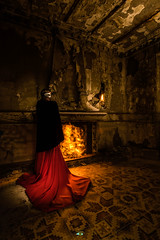 Casa Mendez (Fran Ramos.) Tags: bandalismo casaabandonada casamendez casarosalia chimenea diciembre2018 fotosnocturnas frascoramos inma lightpainting modelo murcia nightlightplayers noche nocturnas ruinas saqueadores
