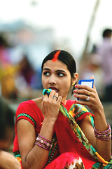 lady_IMG_5506 (SidhArcheR) Tags: varanasi sidharcher 6d portrait girl indiangirl makeup lipstick mirror colorsofindia