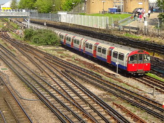 Acton Town (ee20213) Tags: piccadillyline metrocammell londonunderground 154 1973stock actontown