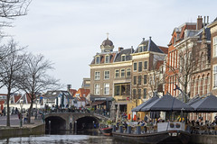 spring in Leiden (Henk Overbeeke Atelier54) Tags: canal leiden town spring boat drinking terrace