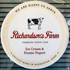Richarsdaon's Farm (Timothy Valentine) Tags: sticker squaredcircle 0419 large icecream 2019 cow eastbridgewater massachusetts unitedstatesofamerica us