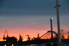 Blurry Sunset (earthdog) Tags: 2018 needstags needstitle nikon d5600 nikond5600 18300mmf3563 greatamerica santaclara amusementpark themepark christmas winterfest gawinterfest sky sunset blur soft rollercoaster