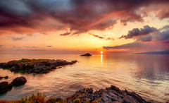 Ω (Gio_guarda_le_stelle) Tags: seascape sunset italy water warm atmosphere sea