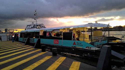 De  Waterbus aan het Steenplein,Antwerpen.