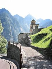 Kirche im Tessin, Schweiz (Maquarius) Tags: kirche tessin schweiz berge alpen strase kirchturm