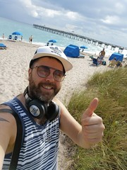 Beach Okay! (Toni Kaarttinen) Tags: usa unitedstates florida wpb america lakeworth lw palmbeachcounty man guy beard bear selfie hairy scruff beach lakeworthbeach