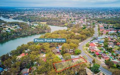 876 Henry Lawson Drive, Picnic Point NSW