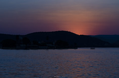 Sunset in Aravali (_Amritash_) Tags: aravali aravalimountains sunset sunsetsky lake lakepichola pichola boating sundown silhouettedmountain silhouettes travel travelindia rajasthan incrediblerajasthan peachy landscapes mountain udaipur water sky dusk boat