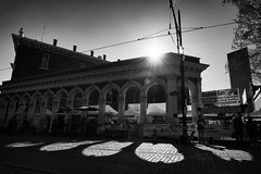 Evening Shadows At Saturday Market (Ian Sane) Tags: ian sane images eveningshadowsatsaturdaymarket shadows sunlight evening castiron arches new market block north wing old town portland oregon monochrome blackwhite photography canon eos 5ds r camera ef1740mm f4l usm lens monochromemonday