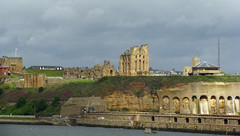 North Shields - Tynemouth Priory and Castle (rayyaro) Tags: north shields priory castle tynemouthpriory tynemouthcastle englishheritage buildings historicbuildings rivertyne sky clouds outdoor