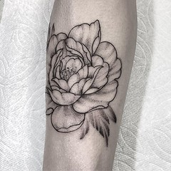 Peony. Thank you Kim! . .. ... . .. ... . #eyeofjadetattoo #eyeofjade #jeremygolden #jeremy_golden #jeremygoldentattoo #blackwork #blackworkerssubmission #darkartists #blacktattoomag #blacktattooart #btattooing #onlyblackart #blacktattoo #blackink #black