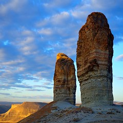 another new day (sculptorli) Tags: landscape greenriver tower dawn alba sunrise sunshine landschaft wyoming morning daybreak aurora şafak şafakvakti tan ortayaçıkma başlangıç uyanma amanecer madrugada alborada nacimiento aube aurore naissance pointdujour inizio principio 黎明 破晓 拂晓 晓 旦 晨 рассвет заря начало утренняязаря зачатки истоки