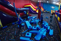 4736 Noodle (mliu92) Tags: belmont pumpitup birthday inflatable party nikkor 1635
