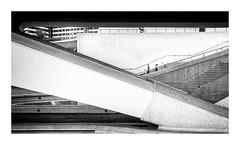 Linies (Vicent Granell) Tags: granellretratscanon valència cac composició mirada visió percepció gent dimensió bn diagonal