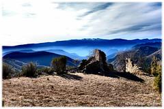 """""""Ciel et terre"""" (Corinne DEFER - DoubleCo) Tags: laclapoure ascros paysage lanscape paca alpesmaritimes montagne 06 altitude nuages brume corinnedefer ruine couleur"""